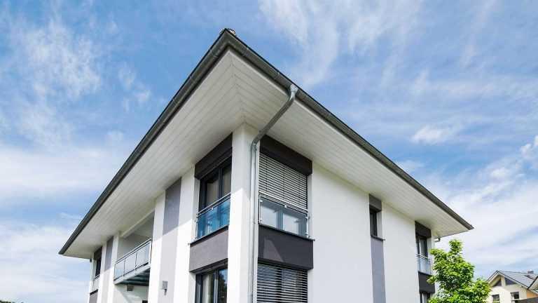 Haus mit großen Dachüberstand