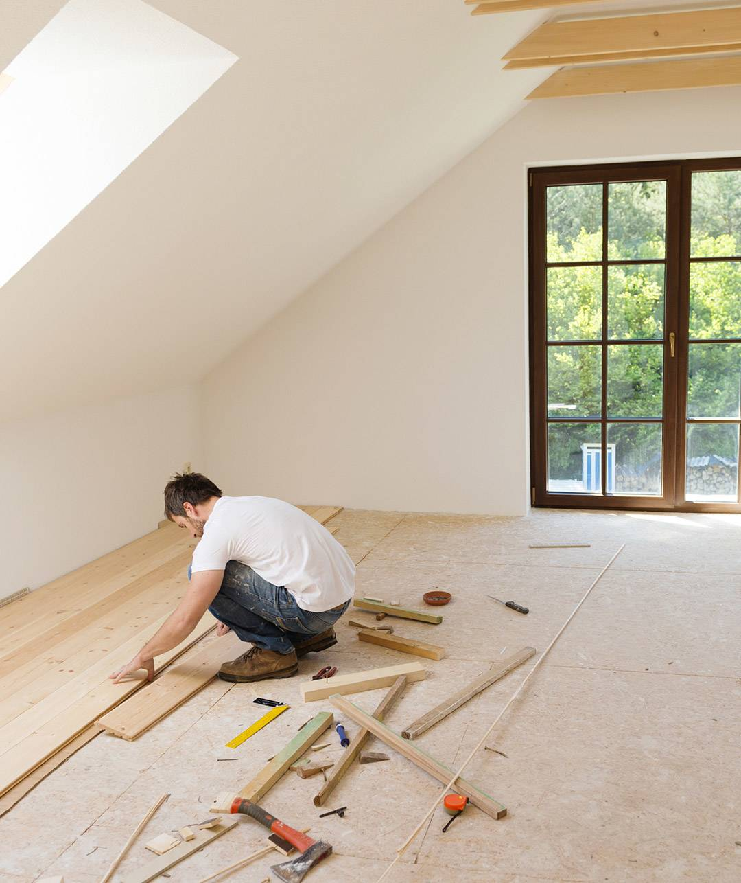 Bodenverlegen beim Ausbauhaus