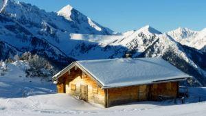 Holzhütte in den Bergen