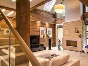 modernes Blockhaus mit offener Decke
