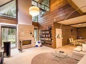 Wohn- und Essbereich im Holzhaus