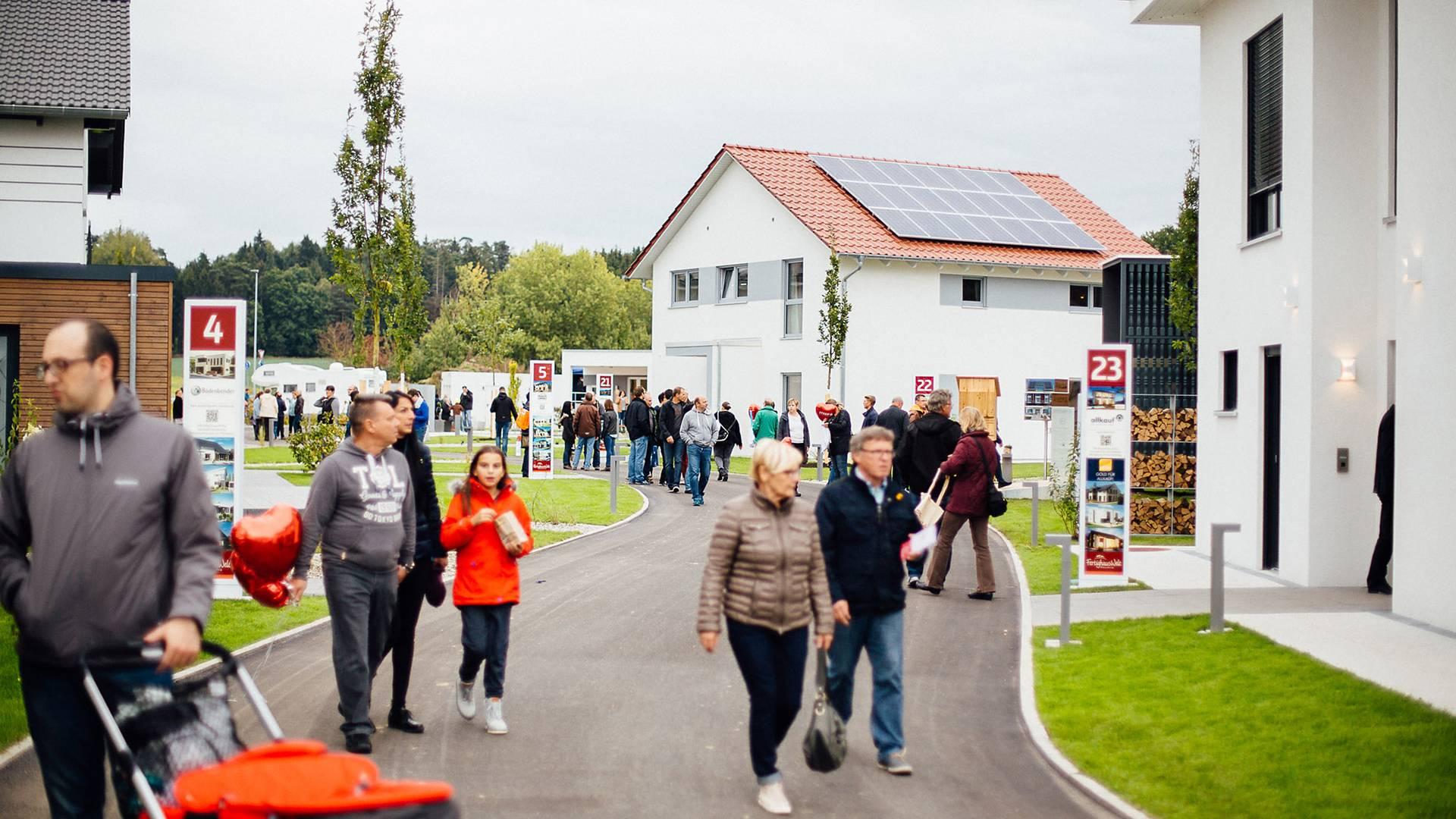 Eröffnung FertighausWelt Günzburg Besucher