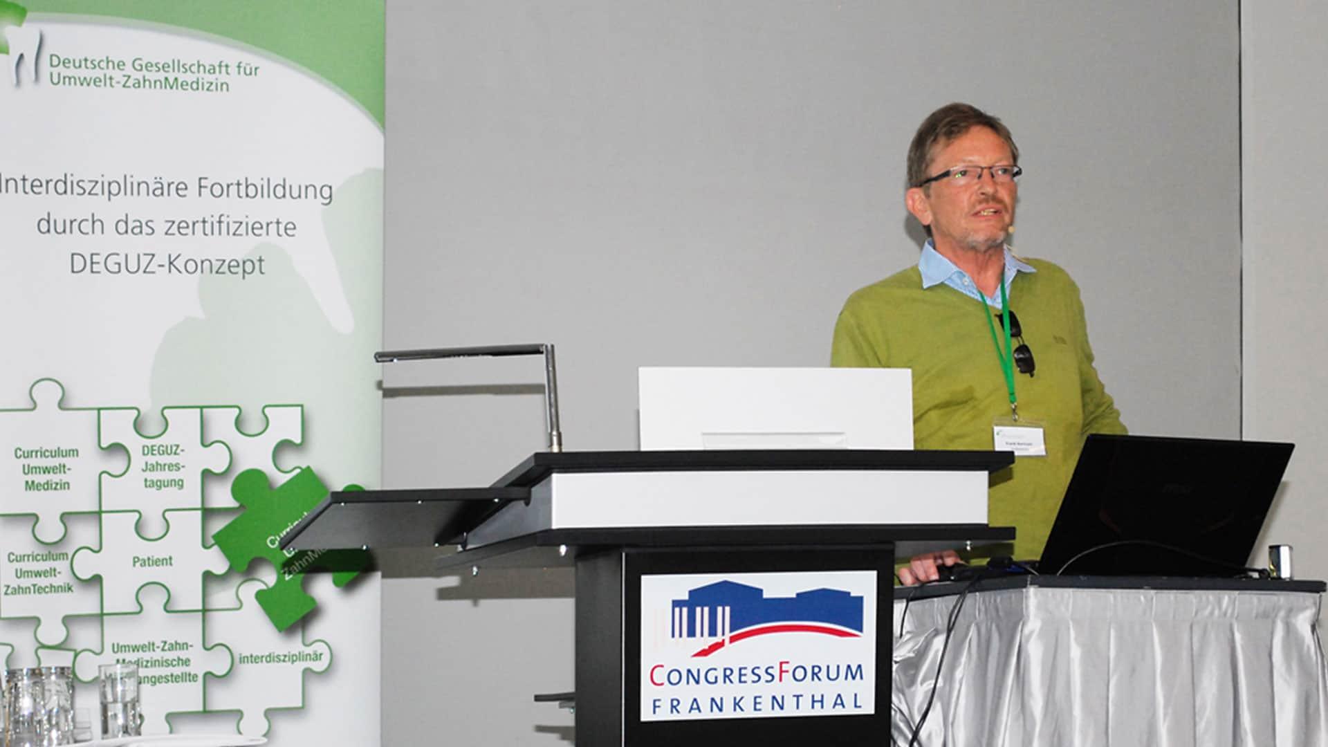 Dr. Frank Bartram bei einem Vortrag zum Thema Umweltmedizin