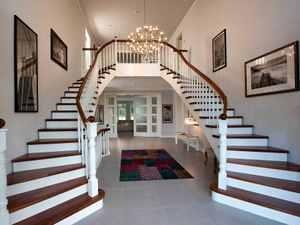 Treppenaufgang mit Bildergalerie von Heinz von Heiden