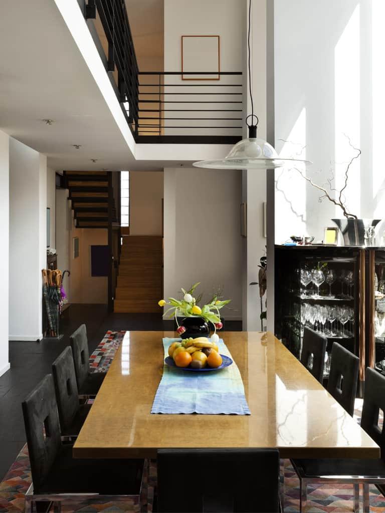 Einblick in den Essbereich eines Designerhauses