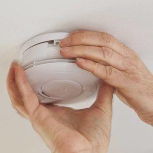Sicherheit geht vor: Rauchmelder im Haus retten Leben
