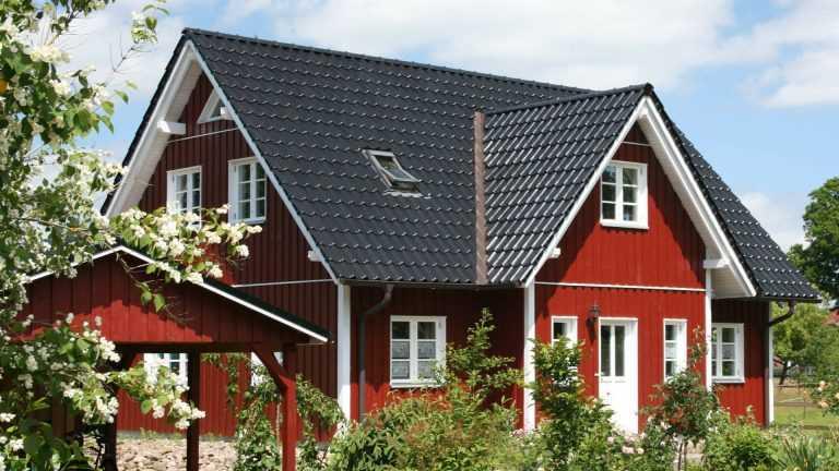 Klassisches Schwedenhaus in falunroten Anstrich