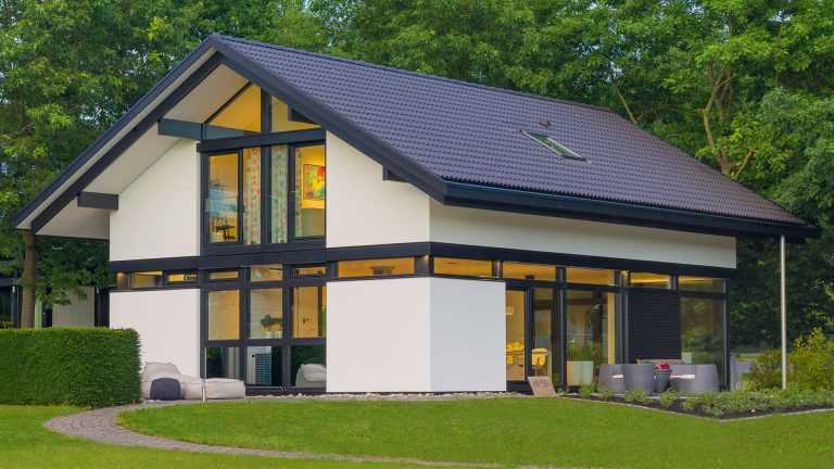 Skeletthaus: Einfamilienhaus mit Satteldach