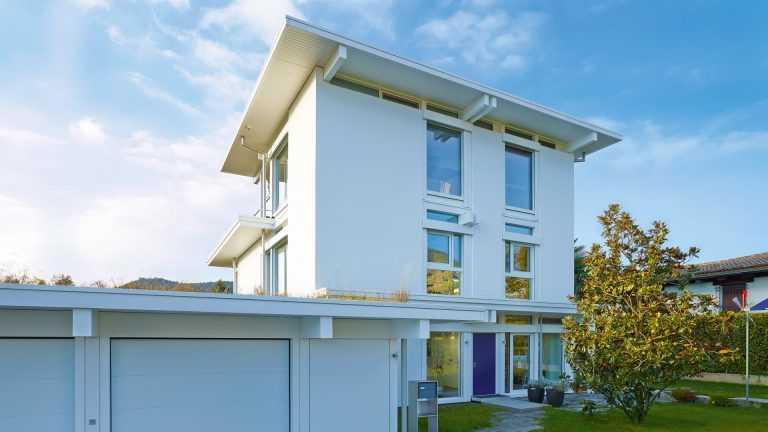 Skeletthaus: Mehrfamilienhaus mit Flachdach