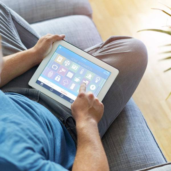 Tablet steuert Smarthome