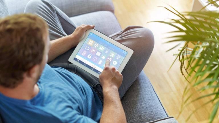 Tablet steuert Smarthome