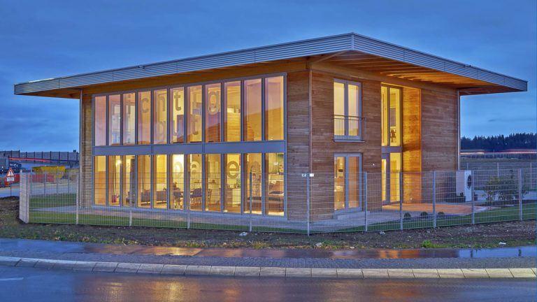 Sonnleitner Holzhaus Kundenzentrum außen