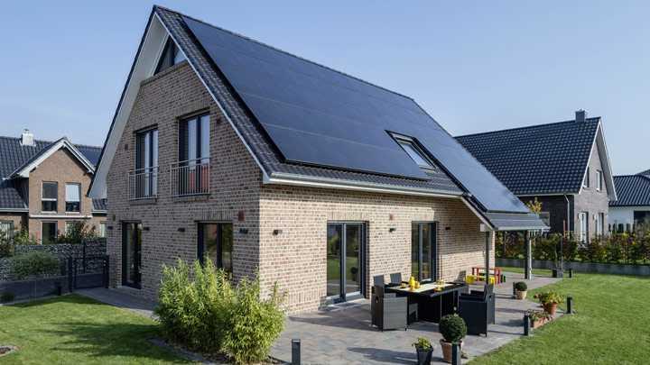 Viebrockhaus Massivhaus mit Photovoltaikanlage