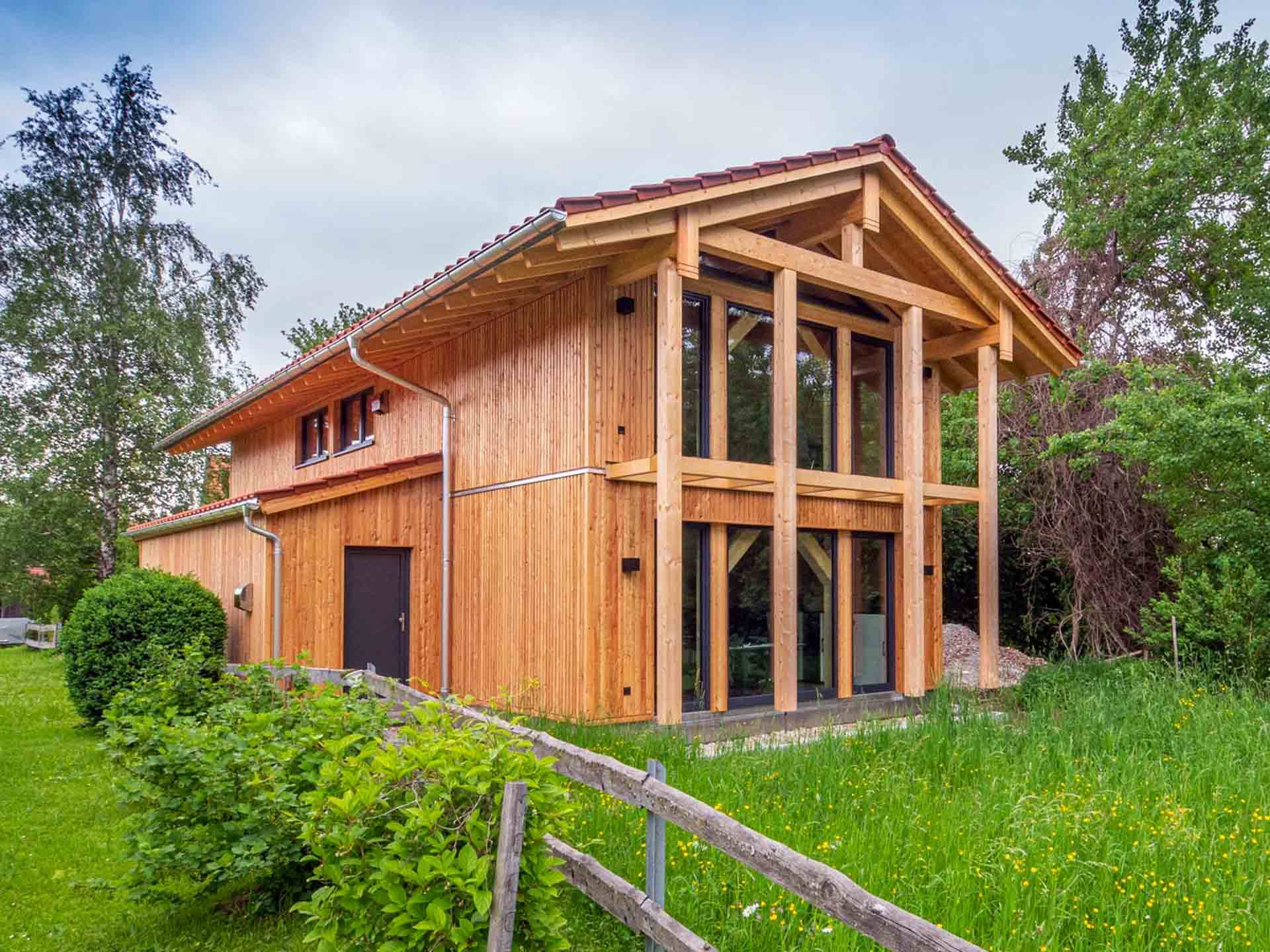 Heimatstyl Massivholzhaus Hauptansicht