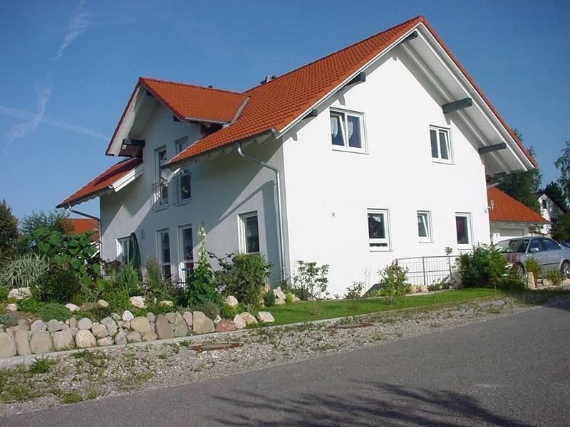 Musterhaus mit Zwerchdach von B&S Selbstbausysteme
