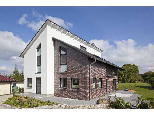 Außenansicht auf das Haus Markus von Wegener Massivhaus