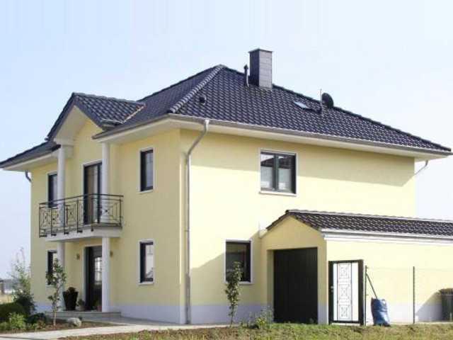 Massivhaus mit Zeltdach von Euro Massiv Bau
