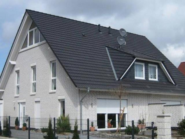 Einfamilienhaus mit Satteldach von Euro Massiv Bau