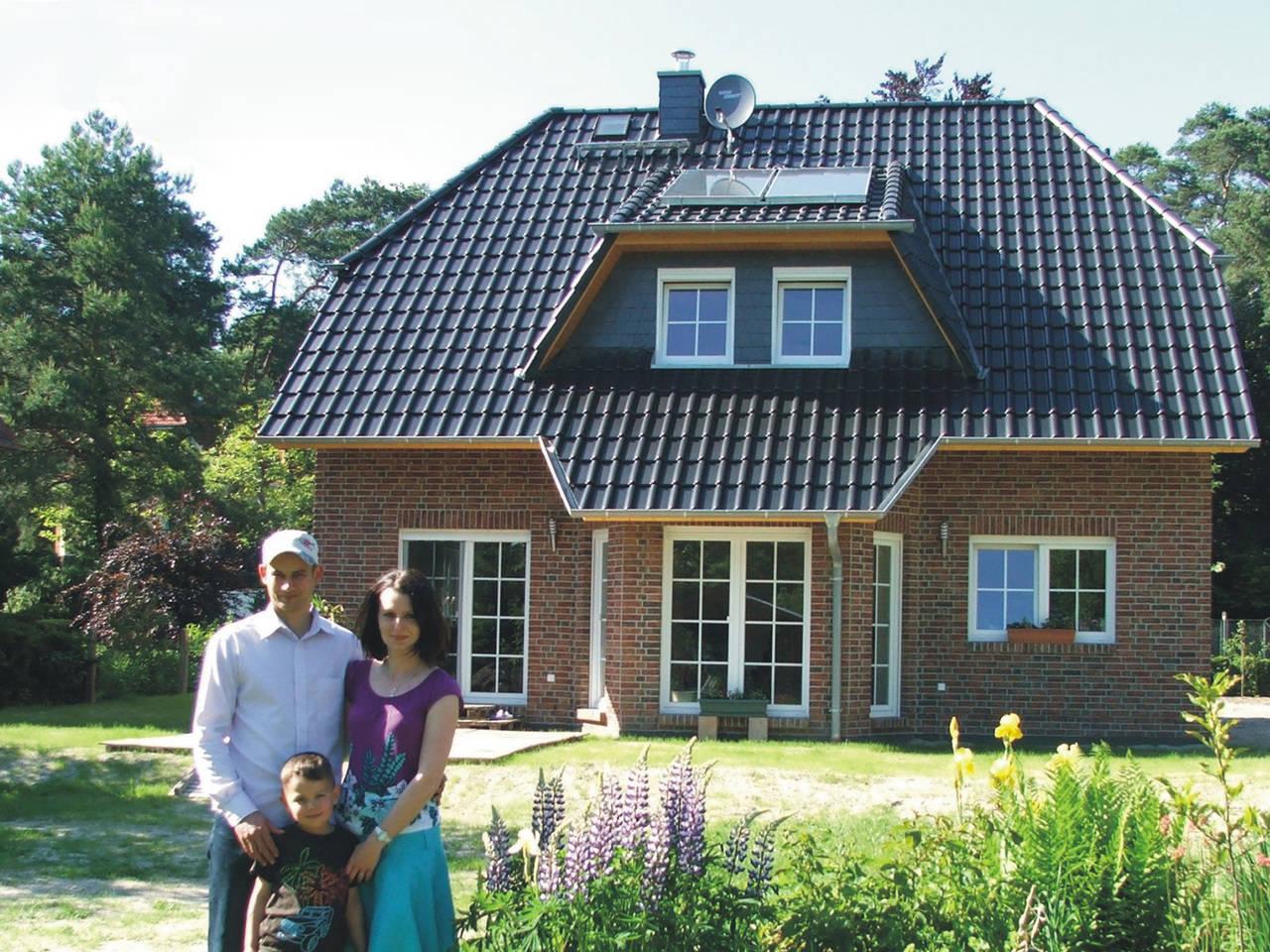 Einfamilienhauses mit Krüppelwalmdach von Mauer-Häuser