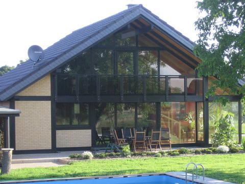BEFRA Holzhaus mit dunklem Ständerwerk