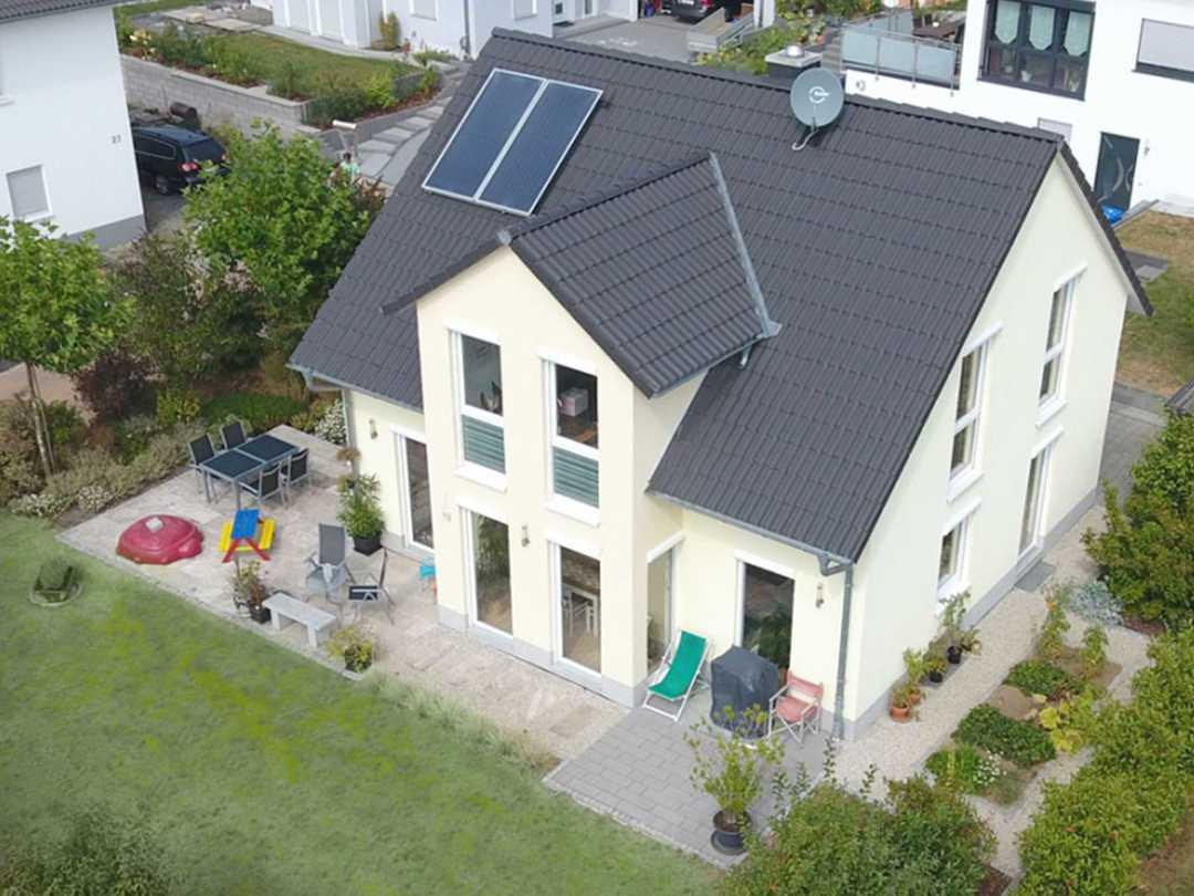 Dexturis-Bau Einfamilienhaus mit Kapitänsgiebel