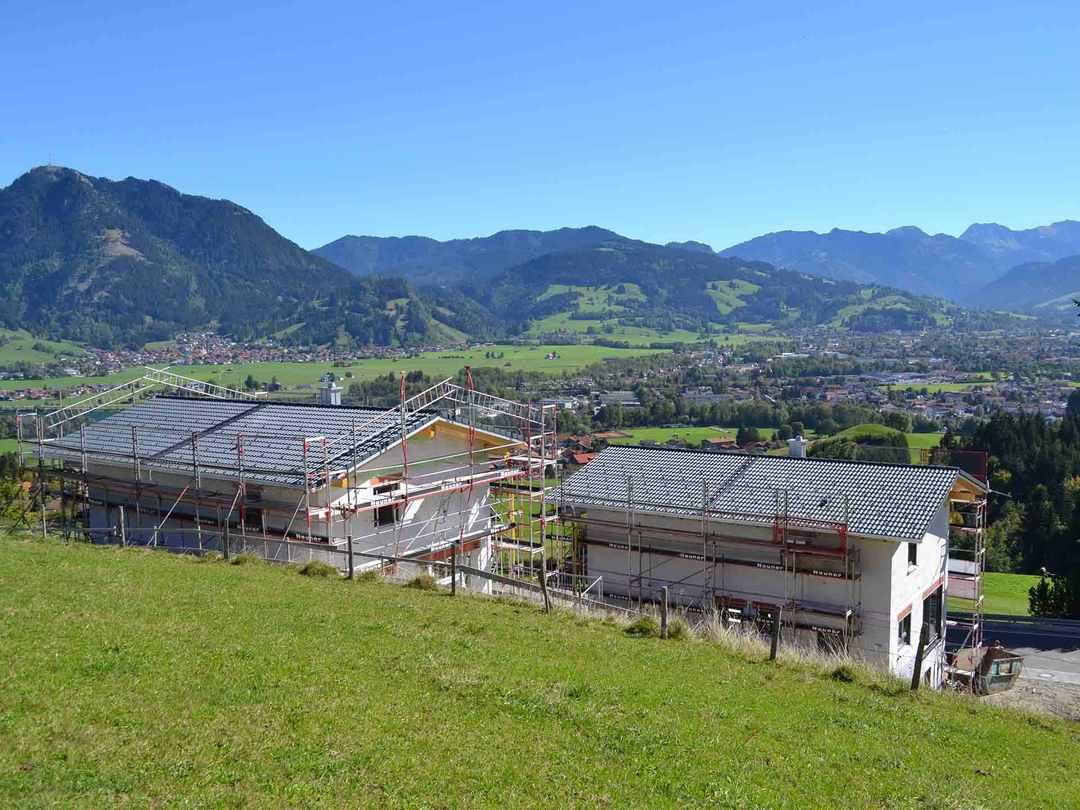 Laure Baubetreuung - Baustelle an einer Hanglage