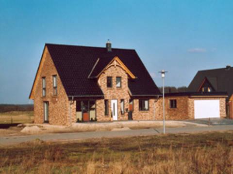Giebelhaus mit Garage