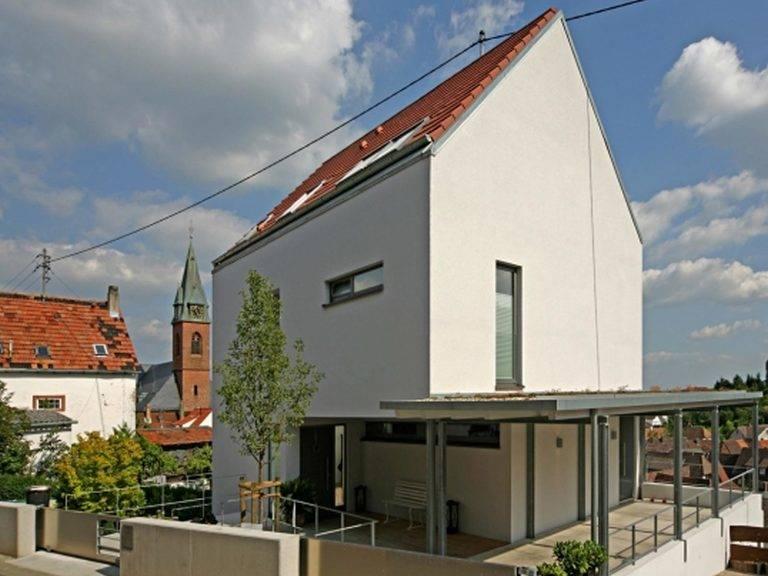 Fertighaus Weiss Stadthaus Giebelansicht