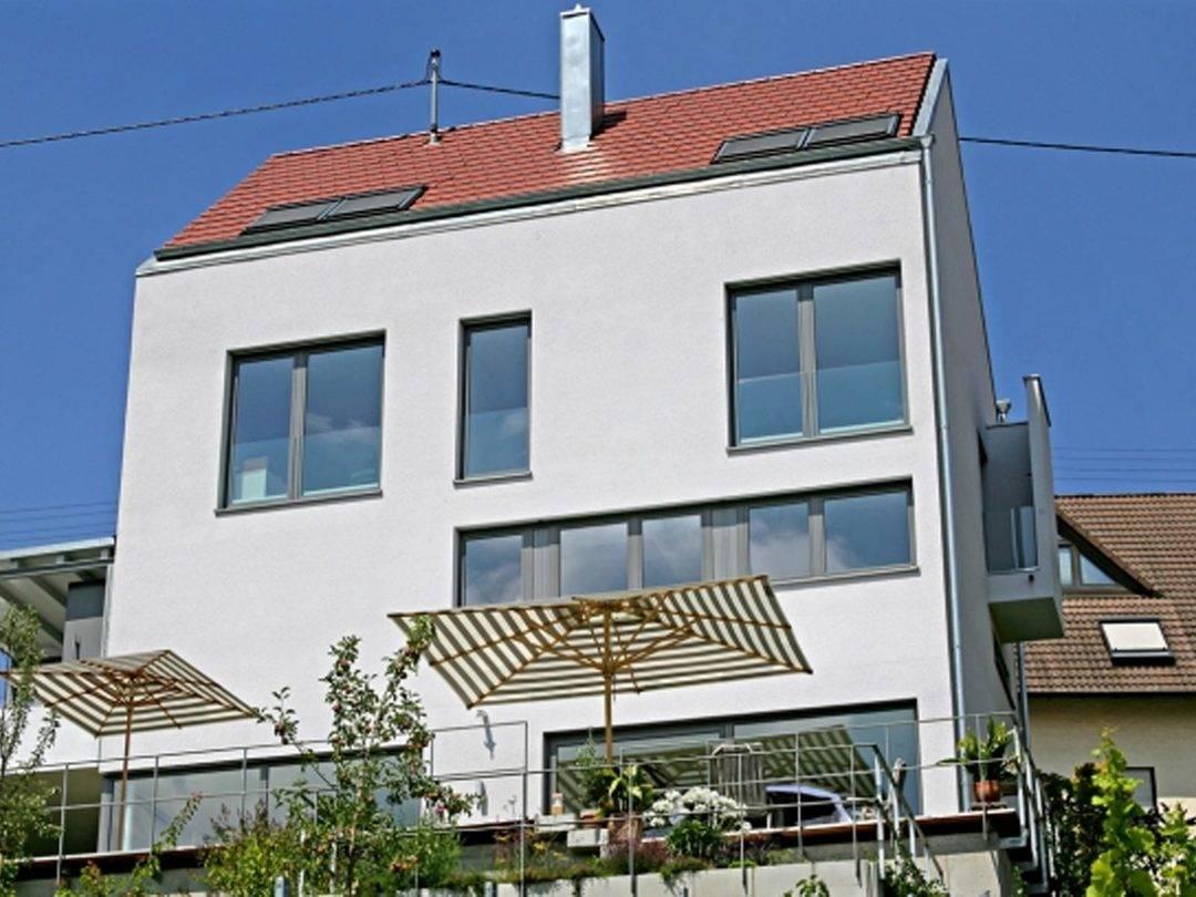 Fertighaus Weiss Stadthaus Terrassenansicht