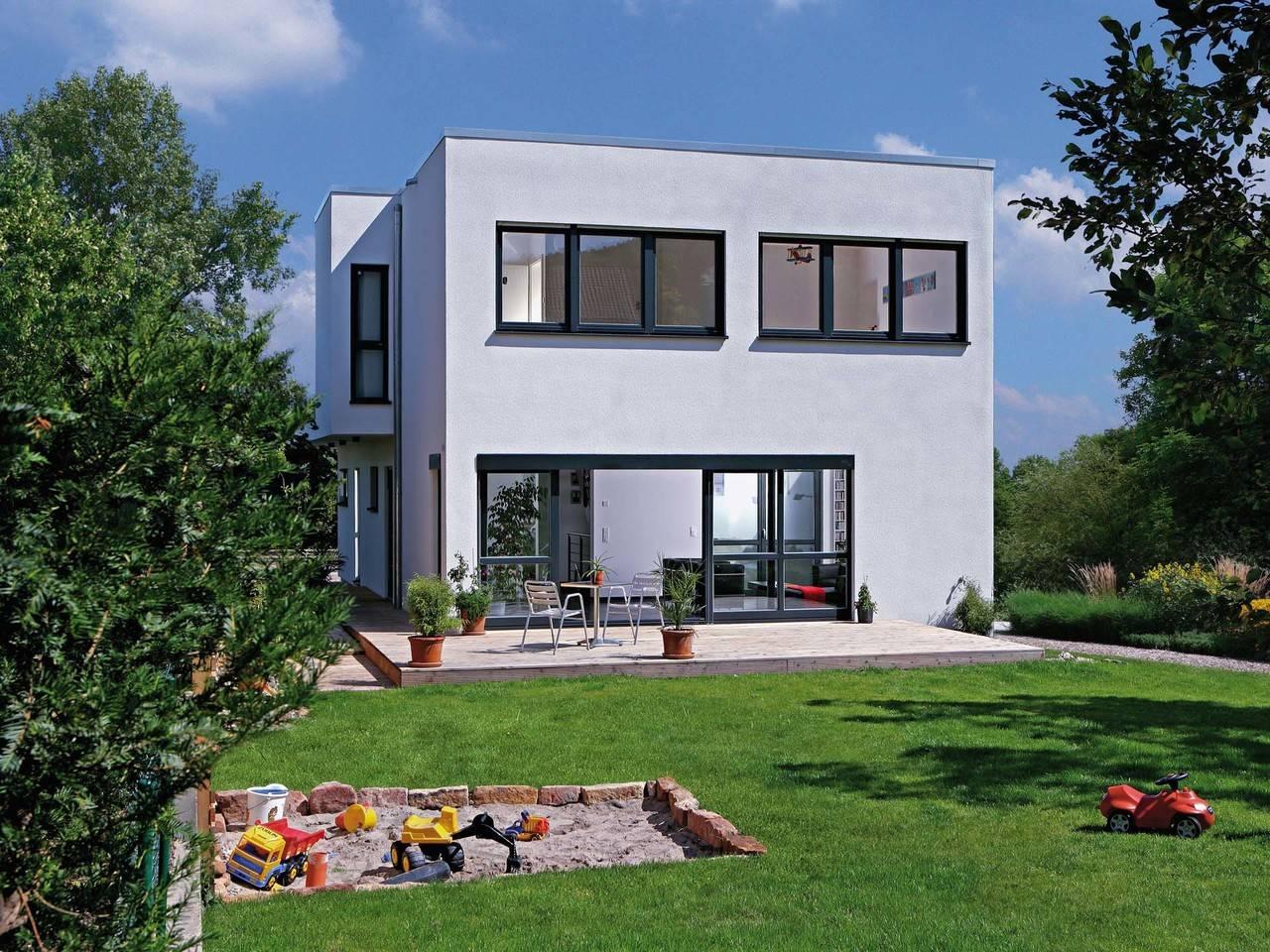 Haus Rauch Fertighaus Weiss Gartenansicht