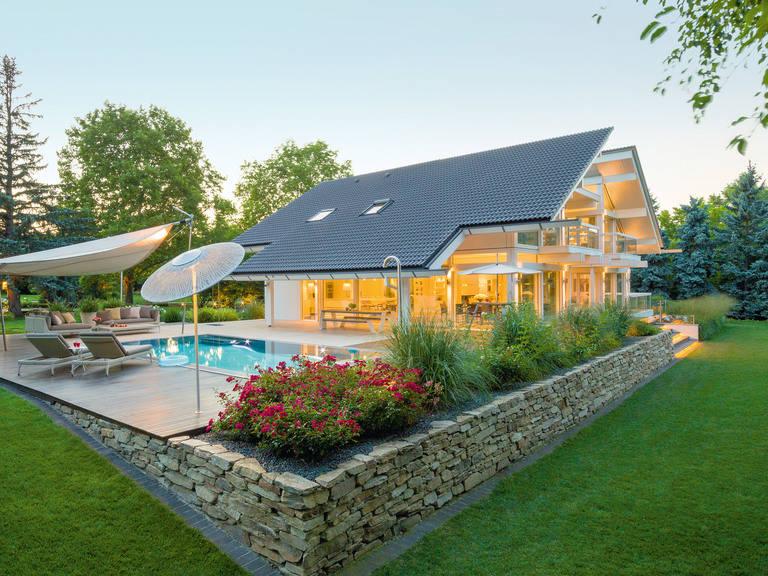 Gartenansicht mit Pool
