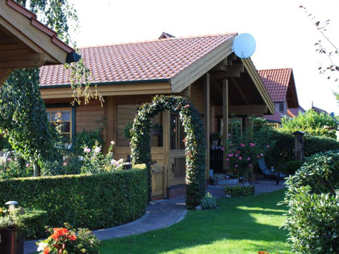 Außenansicht Blockhaus Hoppe Gartenseite