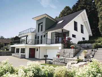 Einfamilienhaus mit Hanglage - WeberHaus