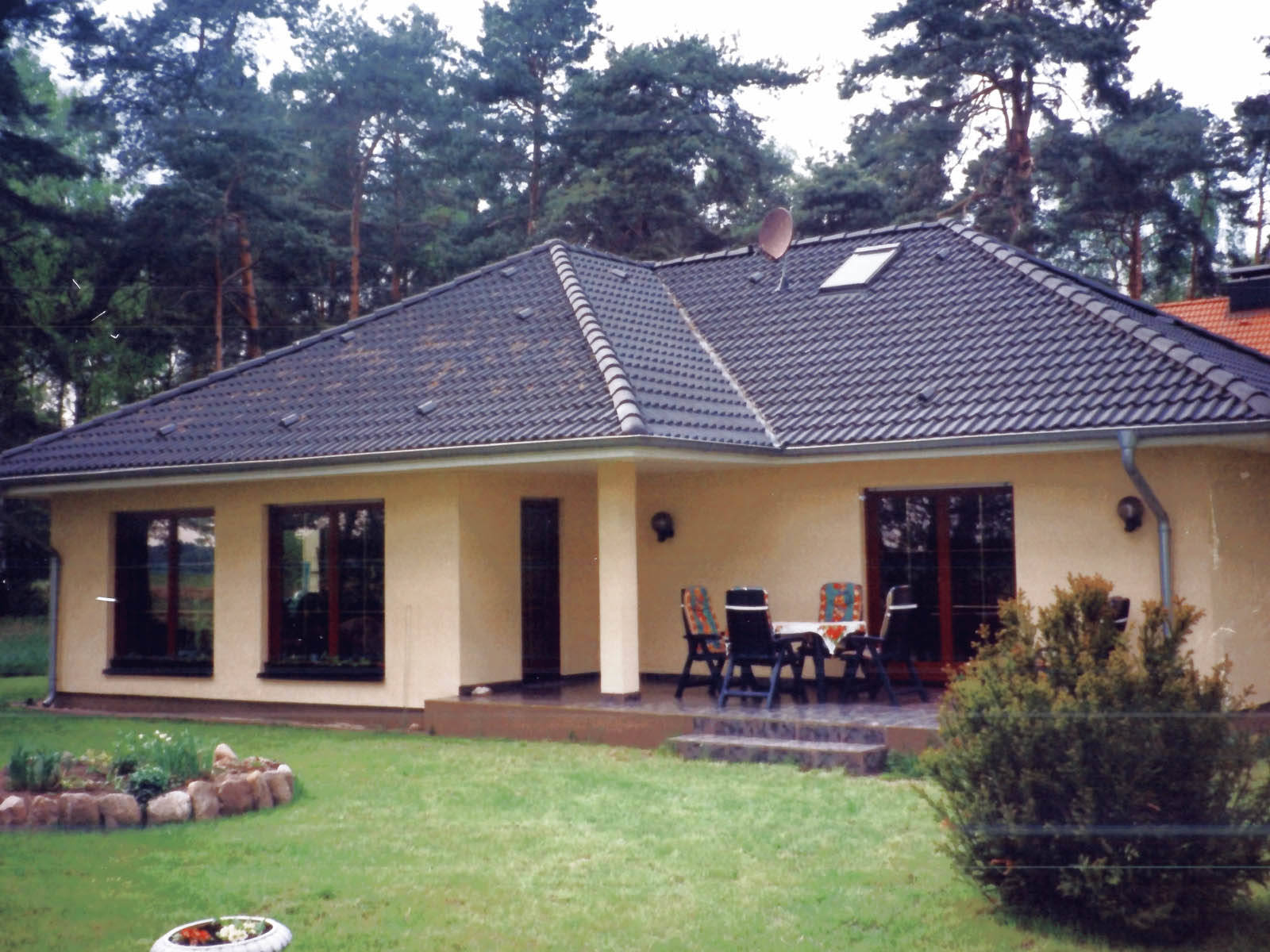 walmdach bungalow 120 domoplan massivhaus. Black Bedroom Furniture Sets. Home Design Ideas