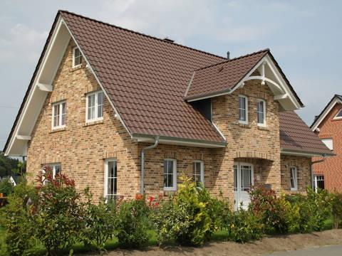 Herrengiebelhaus im Landhausstil von Tönjes & Meichsner