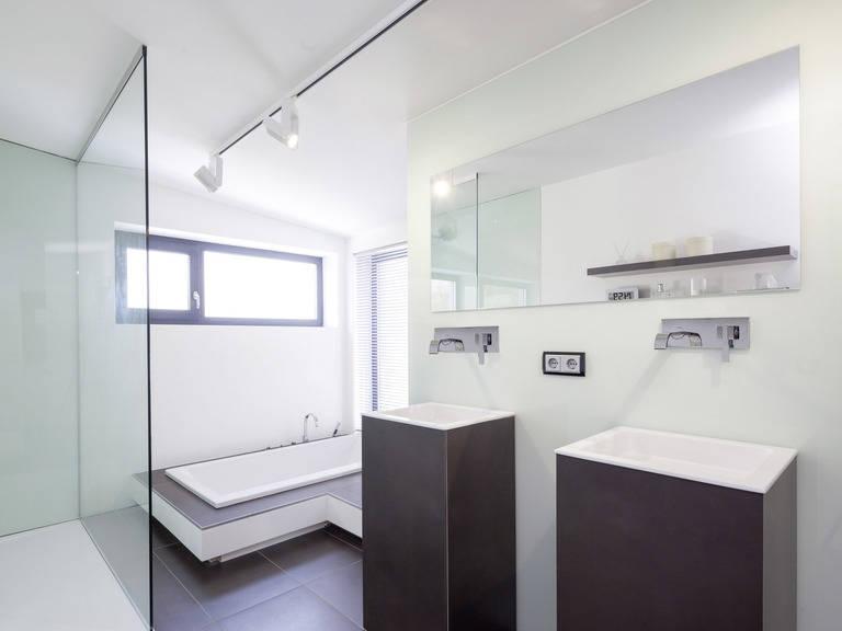 Bauhaustyp 1 Badezimmer von Zimmermann Haus