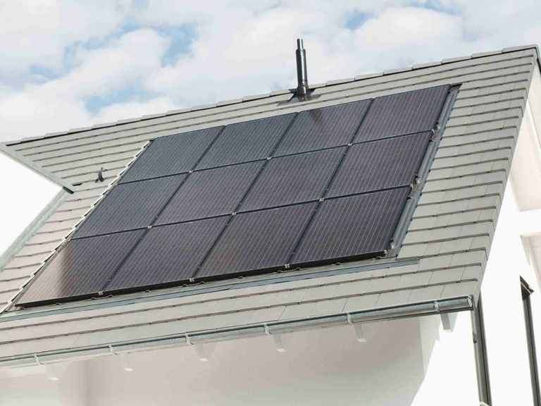 Musterhaus Balance 250 - WeberHaus Dach mit Solarmodulen