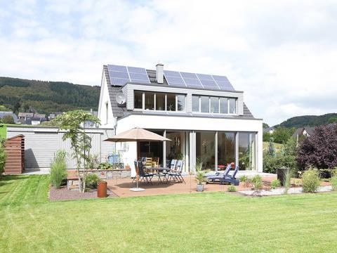 Aussenansicht Garten Haus Figgen von Becker360