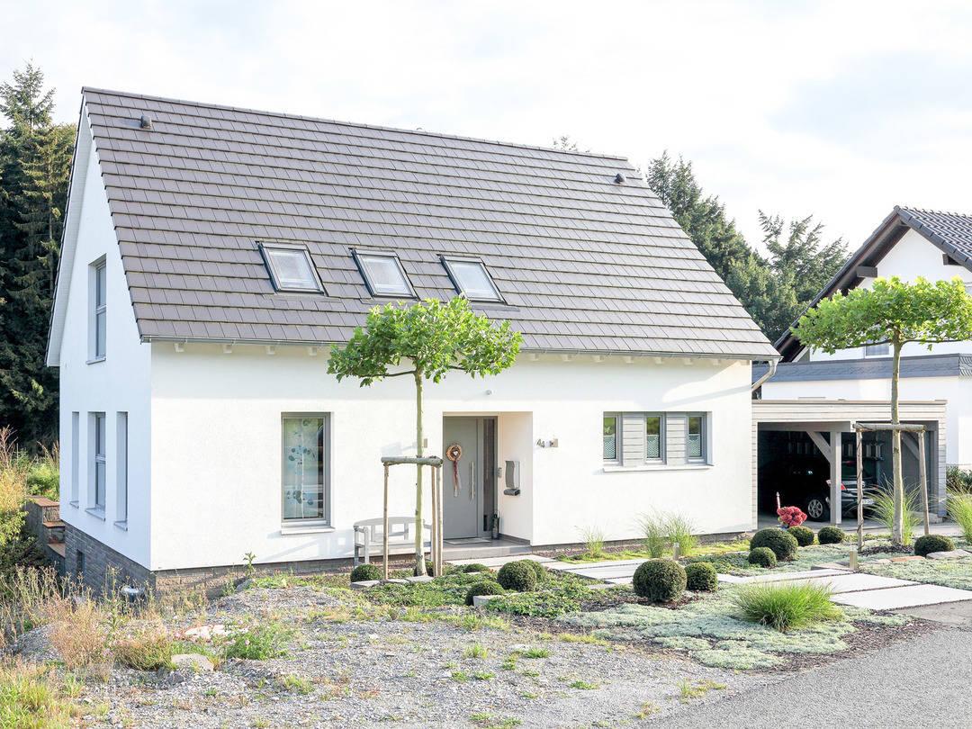 Aussenansicht Front Haus Figgen von Becker360