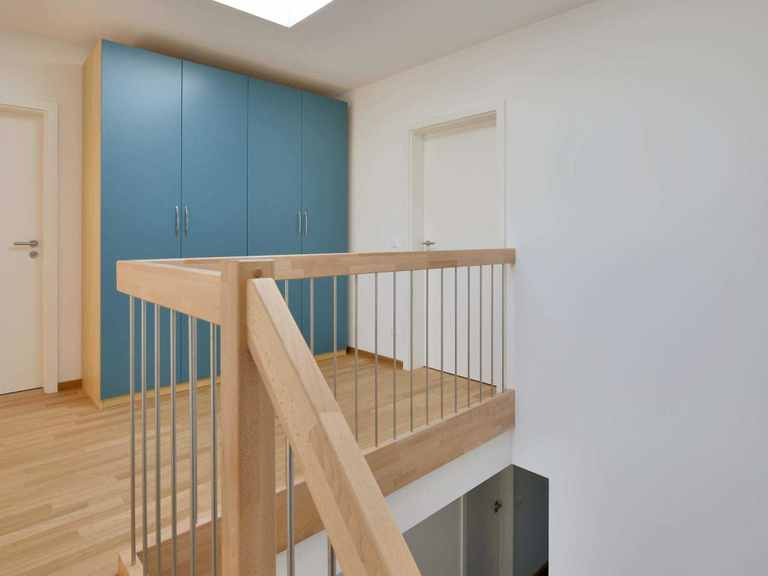 Mehrfamilienhaus Gardet - Baufritz Flur im Obergeschoss