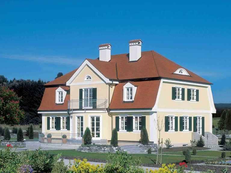 Traditionelle Landhausvilla Baufritz Seitliche Ansicht