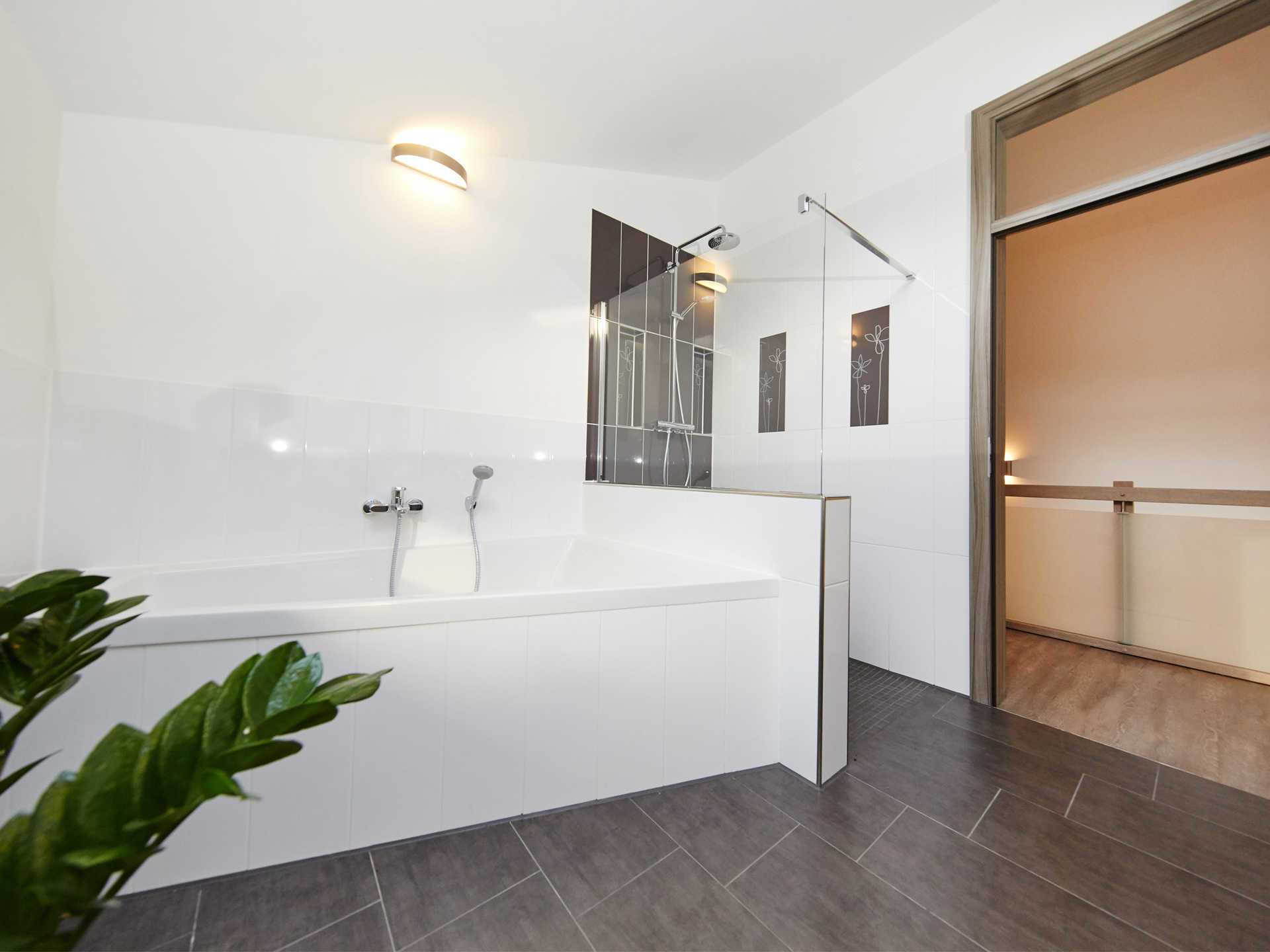 Musterhaus Madeleine von GUSSEK HAUS - Badezimmer