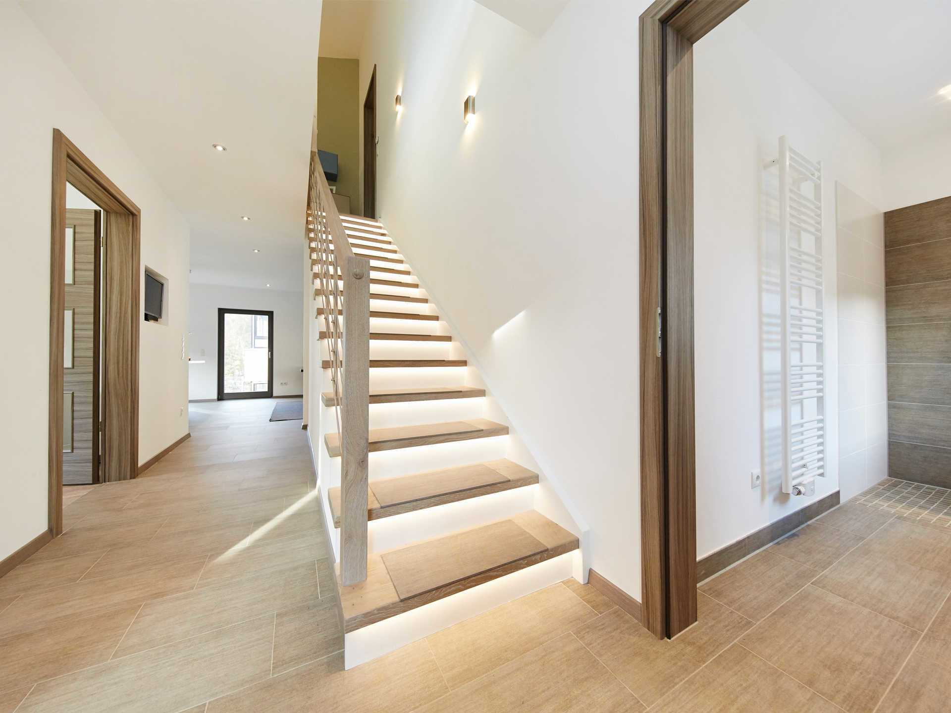 Musterhaus Madeleine von GUSSEK HAUS - Treppenhaus/Flur