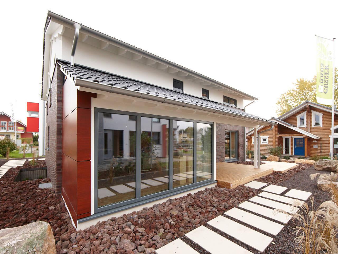 Musterhaus Mila von Gussek Haus - Gartenansicht