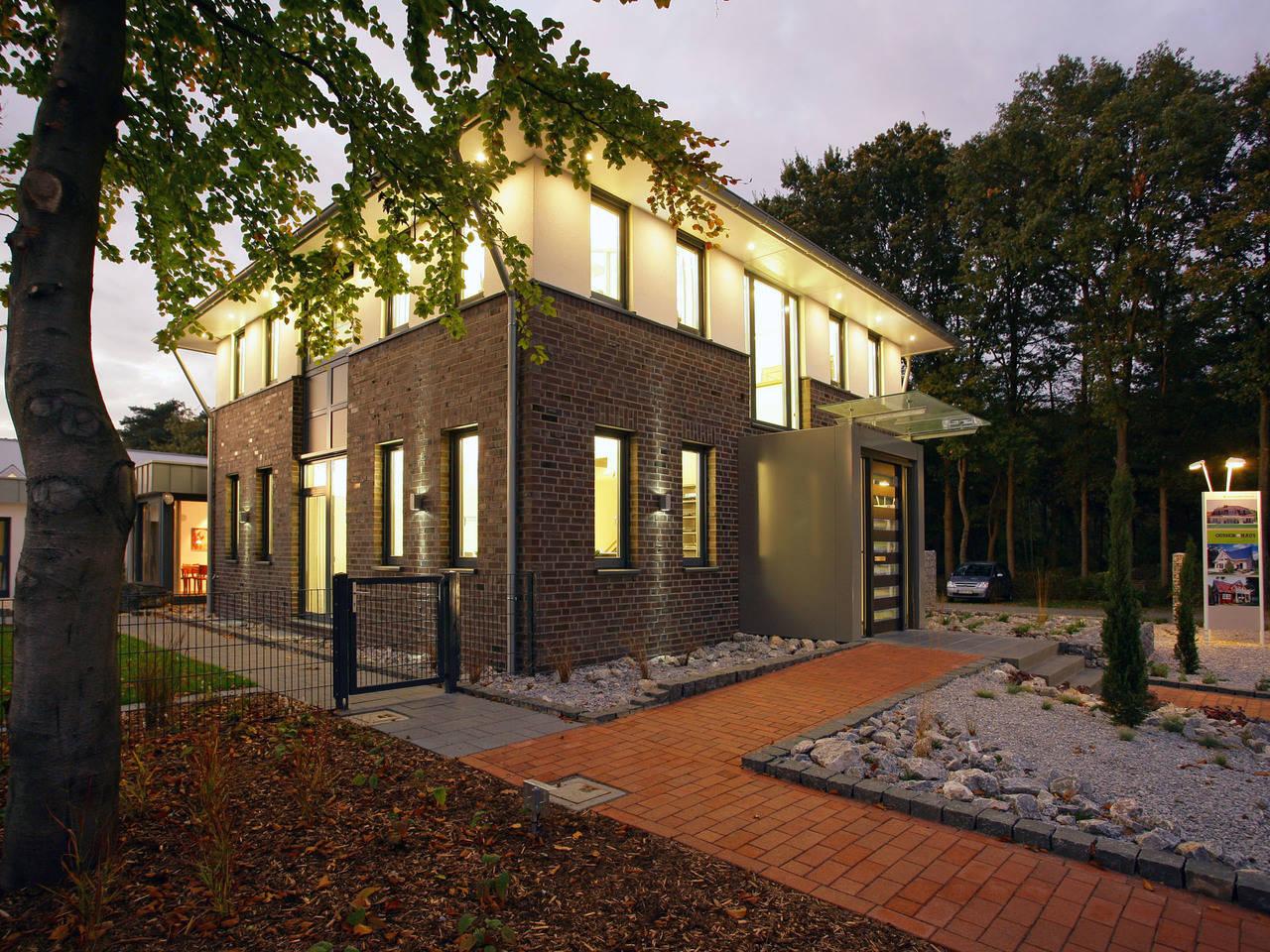 Musterhaus Aida von Gussek Haus - Ansicht abends
