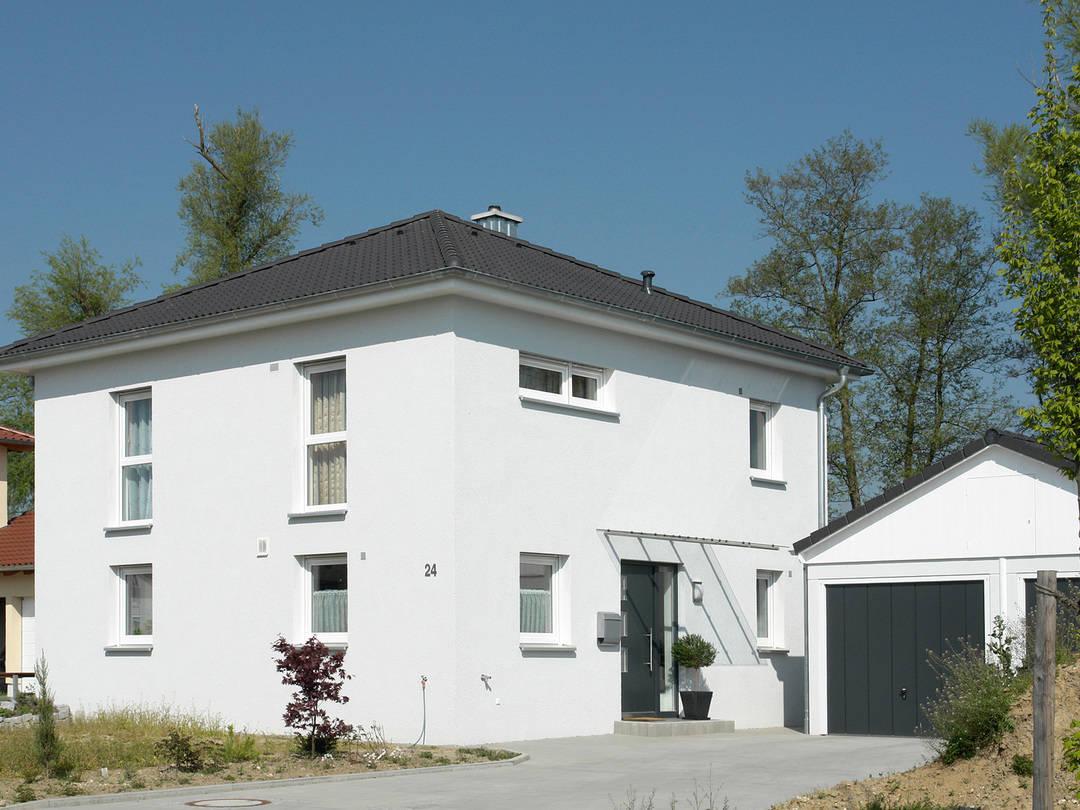 Haus Leon von W. Leberer Massivbau Ansicht weiss 2