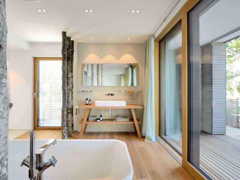 Musterhaus Haus am See - Baufritz Badezimmer: Waschbecken