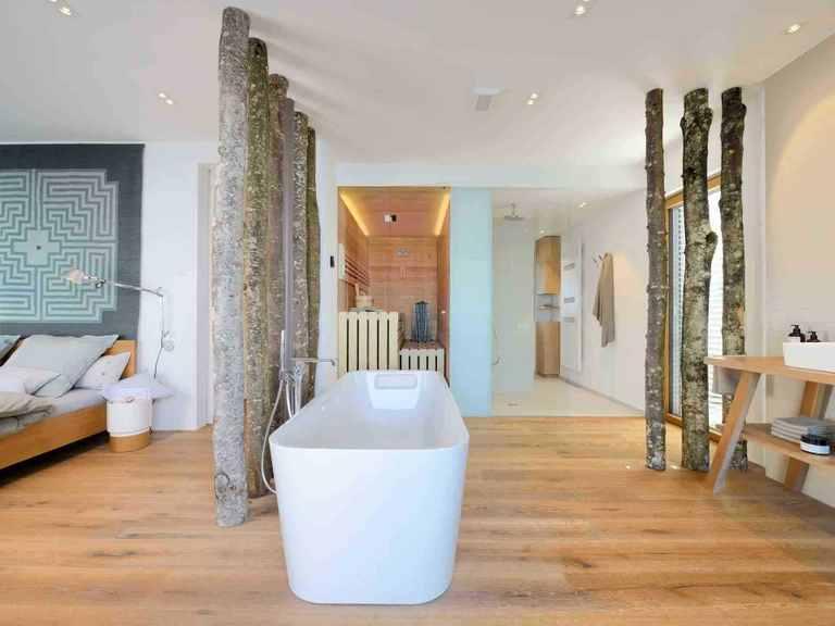 Musterhaus Haus am See - Baufritz Badezimmer: Badewanne