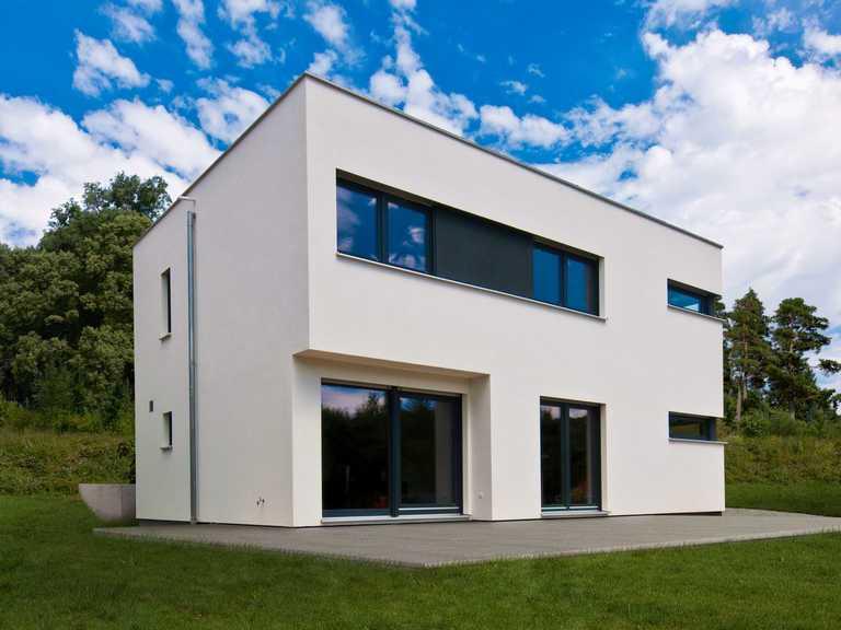 Bauhaus Grether Seitenansicht Fertighaus WEISS