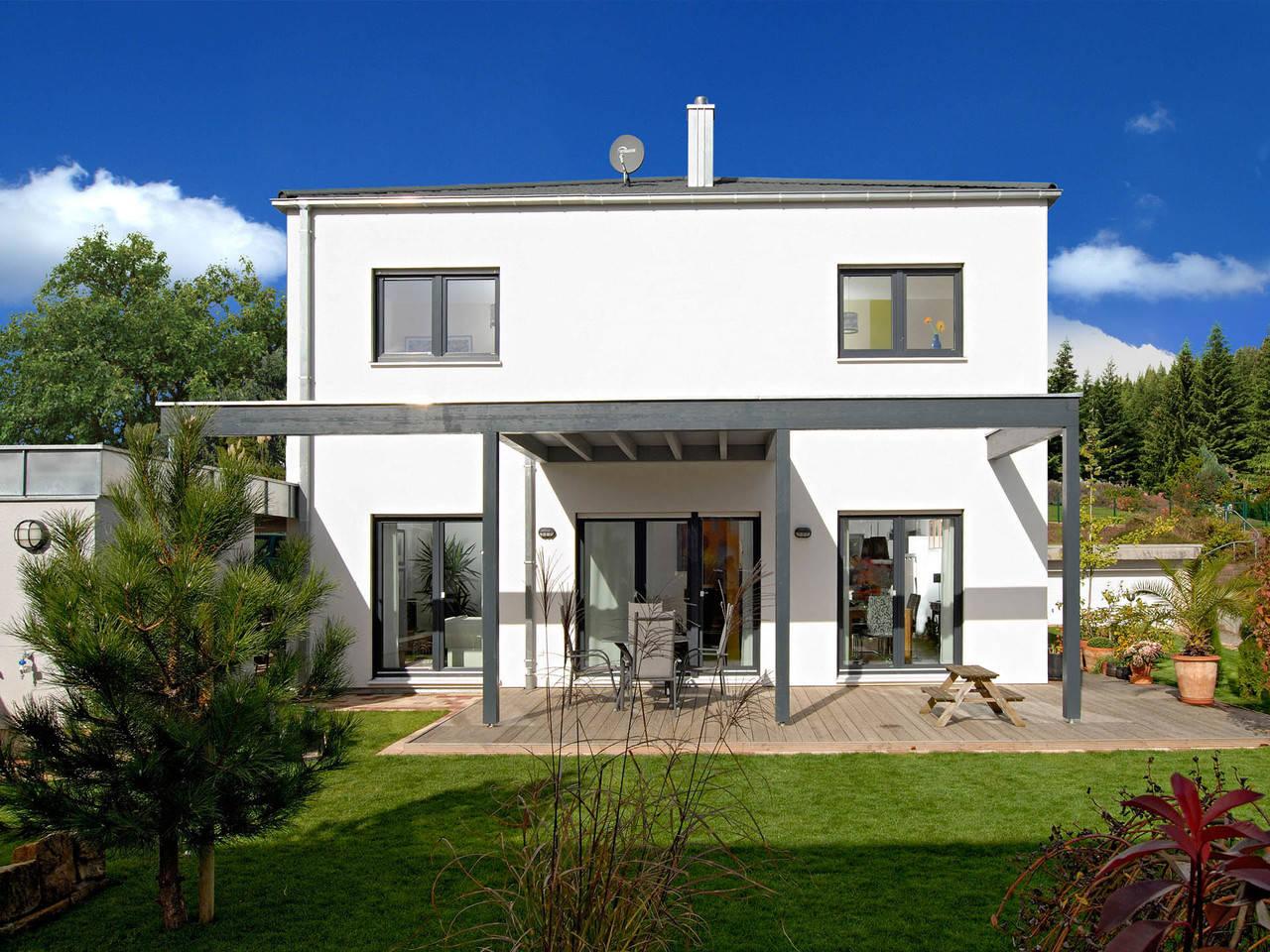 Haus Becker Fertighaus Weiss Terrasse